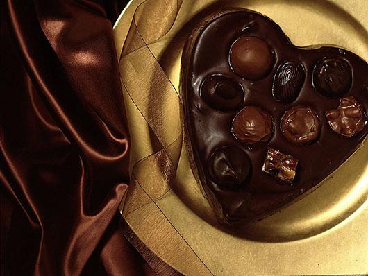 FOOD HOLIDAY VALENTINE'S DAY DESSERT CHOCOLATE CAKE BAKE CANDY HEART PLATE GIFT VALENTINE LOVE ROMANTIC ROMANCE