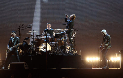 U2 performs a Bono-fide Set