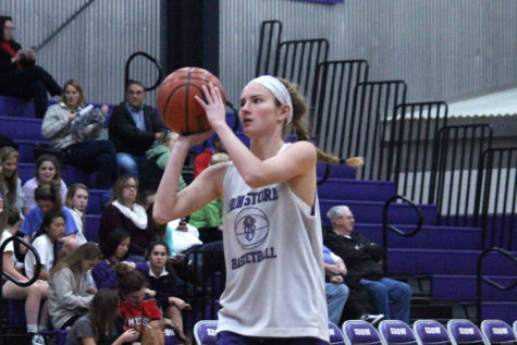 Purple and White Scrimmage Kicks off Basketball Season