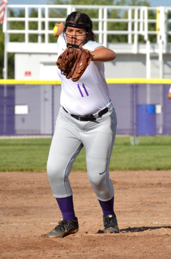Junior+Maya+Bair+winds+up+her+pitch+during+the+game+against+St.+Teresa%E2%80%99s+Academy+Sept.+12.+Varsity+lost+in+five+innings+18-1.