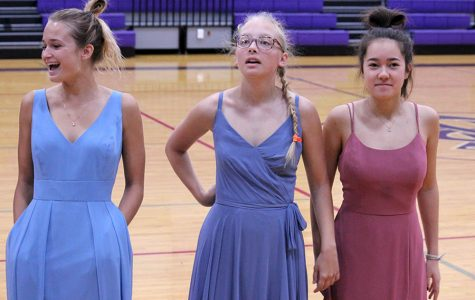 #Throwback: Seniors Try On Graduation Dresses