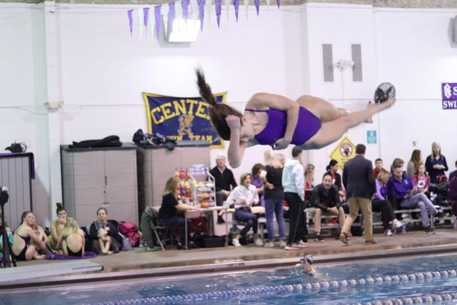 Senior+dive+captain+Caroline+Knopke+warms+up+her+front+twister+for+the+St.+Teresa%27s+Academy+Dual+meet+on+Jan.+28.