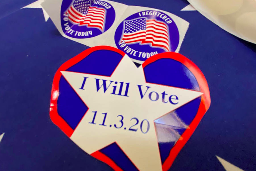 The+League+of+Women+Voters+registered+students+to+vote+Feb.+24+in+the+Grande+Salle.+This+year+marks+the+hundredth+anniversary+for+women%27s+suffrage+with+the+ratification+of+the+19th+amendment.+