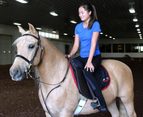 Sophomore Lauren Stuckmeyer rides her horse around the arena on Sept. 23. Stuckmeyer has been an avid horse fan since she was two years old.