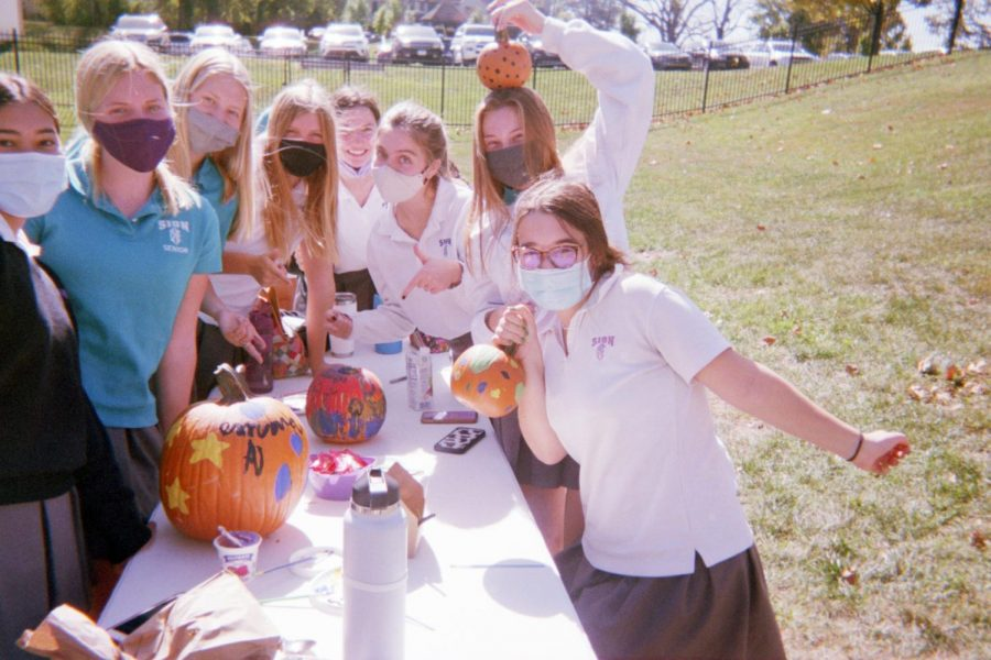 Seniors+decorate+pumpkins+a+few+weeks+after+the+senior+retreat.+