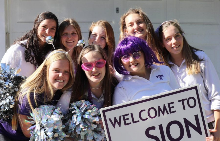 Seniors+Shannon+Karlin%2C+Madeline+Hammett%2C+Sharon+Kramschuster%2C+Mason+Lewis%2C+Maggie+McKinney%2C+Sophia+Allen%2C+Olivia+Shively+and+Avery+Brundige+pose+for+a+picture+in+their+uniforms+on+May.+21.